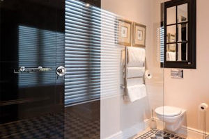 Guest bedroom and en-suite bathroom