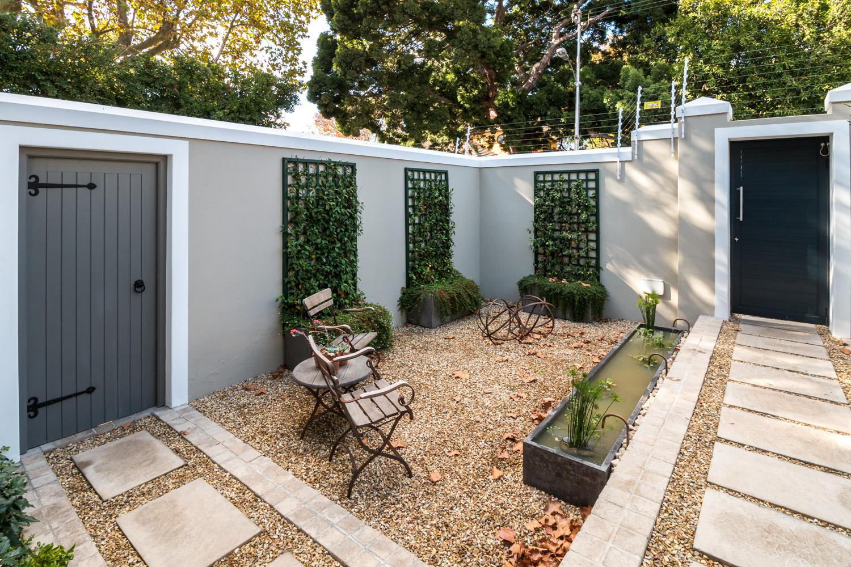 Courtyard Front Garden