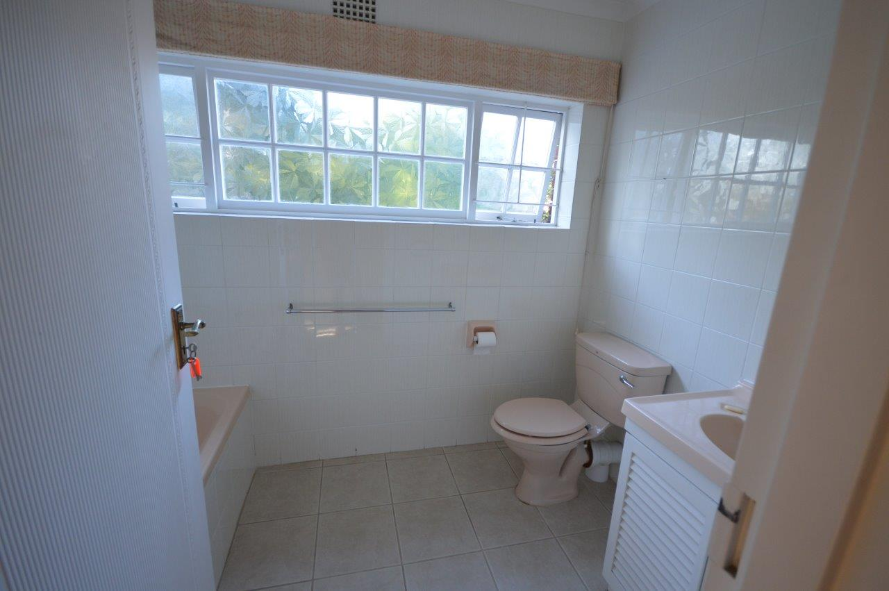 Family bathroom before renovation