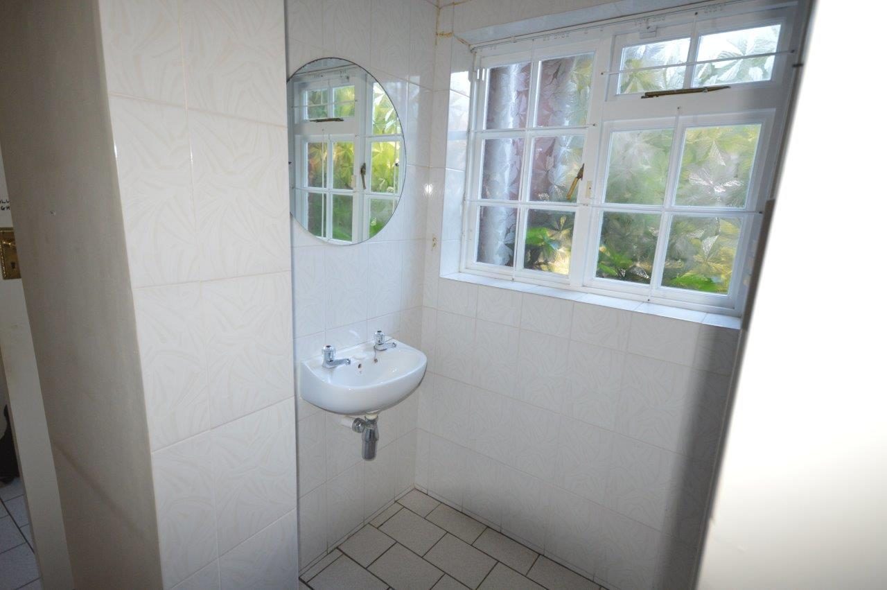 Guest toilet before renovation